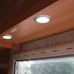 室内照明はLEDを採用