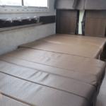 シートをフラットにしてベットとして使用可能。