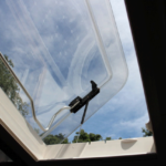 天窓は開放し、換気も可能です。