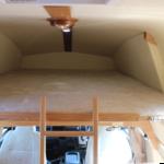 1600×2000の丸みを帯びた特徴的なバンクベッドもワンタッチでセッティングできます。