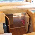 後方の収納は室内からもアクセス可能。