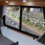 窓にはカーテンも完備