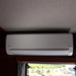 家庭用エアコン設置。