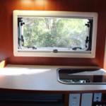 大型シンク搭載のキッチンスペース