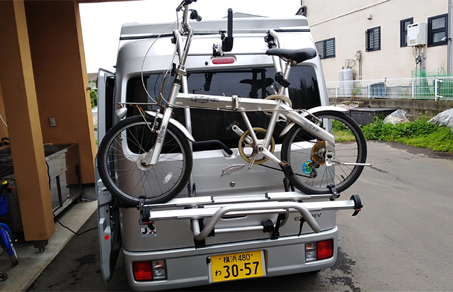 Bicycle carrier on back door