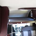 運転席上にはバンクベットスペースがあります